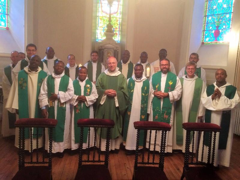 Jeunes prêtres et Mgr Legrez