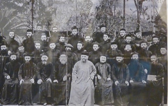Groupe de missionnaires au Vietnam à l'arrivée du Père Verbier