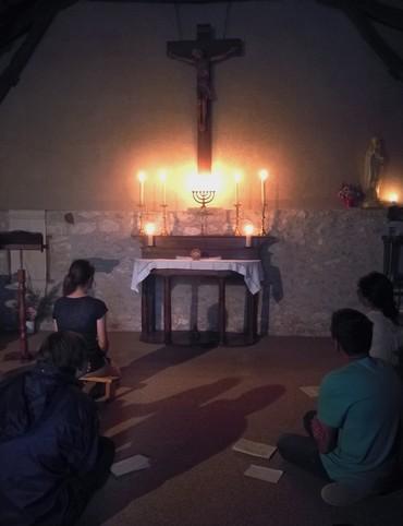 Soirée d'adoration dans la chapelle d'Escayrac