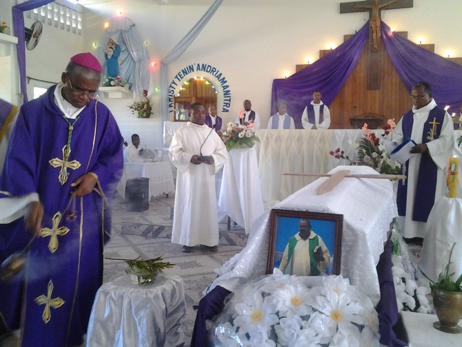 MU Mada nouv juillet-sept 2017 - Mgr Désiré - dernier hommage