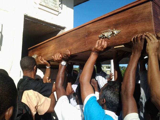 MU Mada nouv juillet-sept 2017 - Inhumation du Père Onésiphore