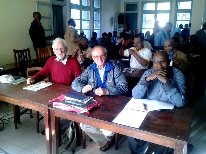 MU Mada nouv juillet-sept 2017 - Les prêtres dans la salle de conférence