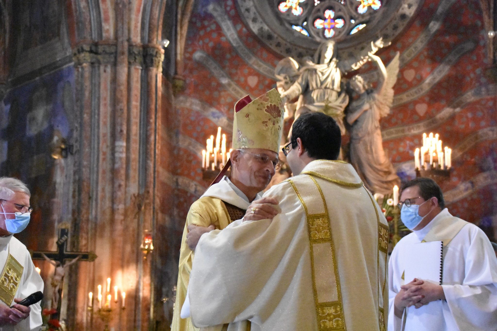 évêque diacre sourire