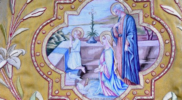 La prière de la Sainte-Famille (détail d'un antependium réalisé par les Clarisses de Mazamet)